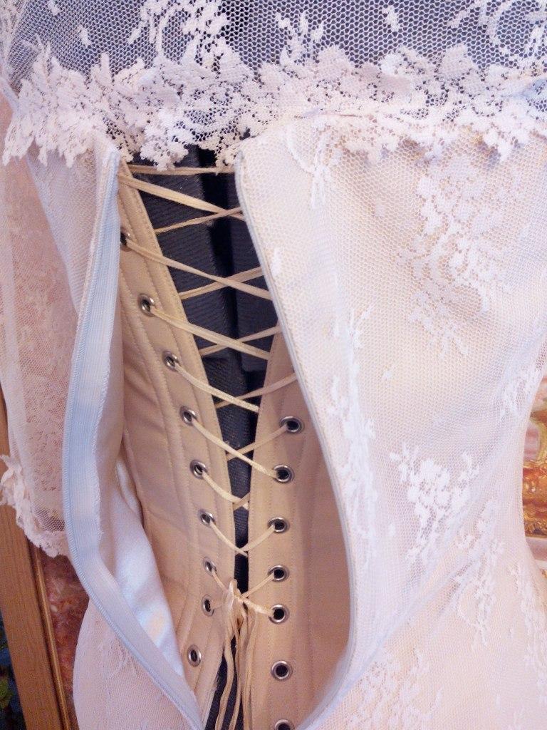 Как соединить корсет с платьем